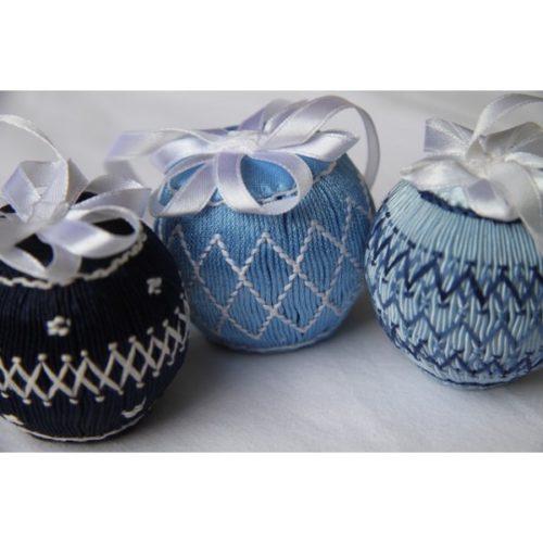 Grandes Boules de Noël bleues.