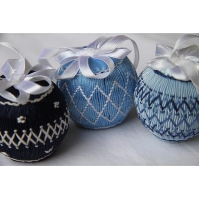 Petites Boules de Noël bleues.